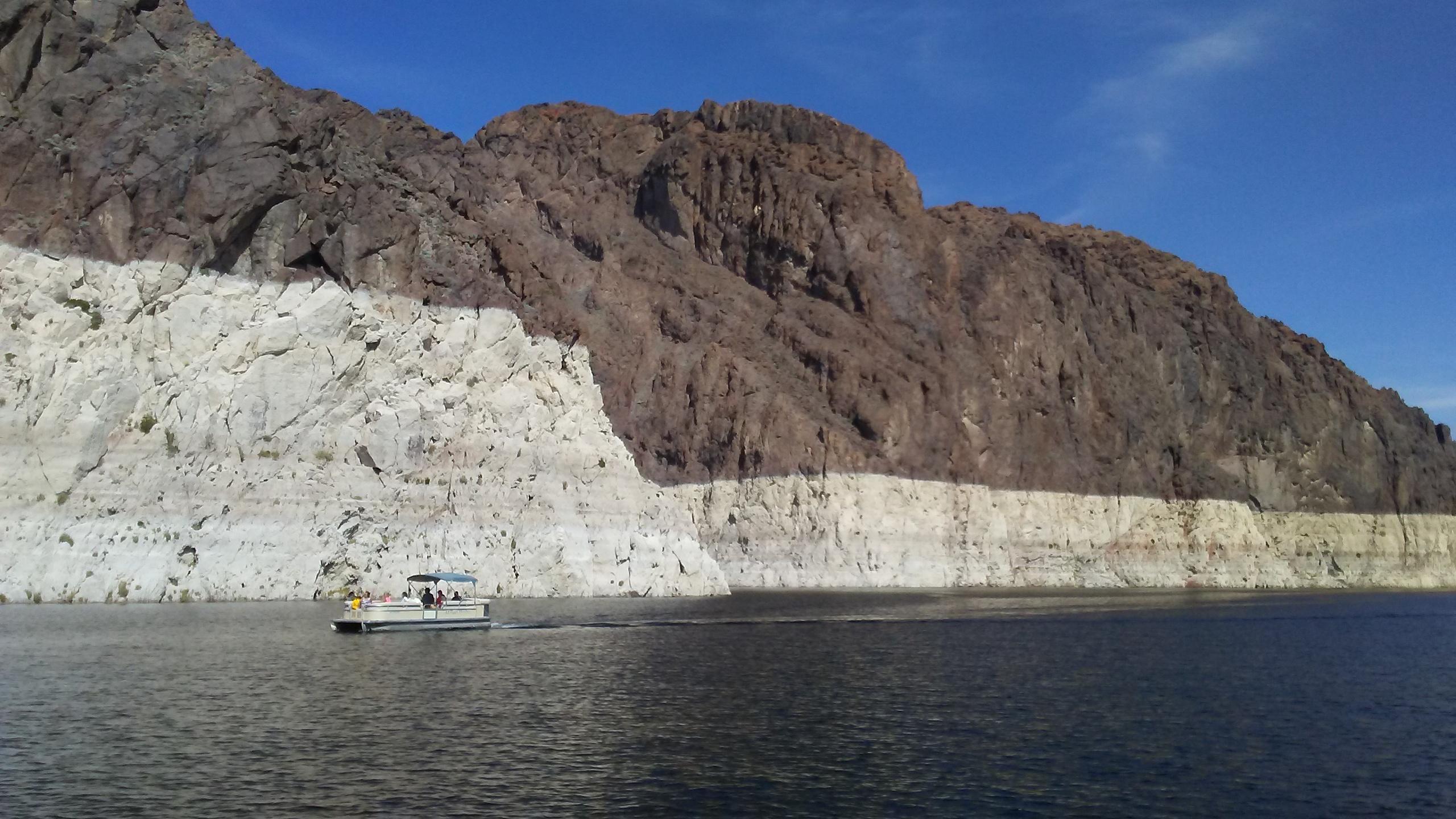 катер по озеру с нами